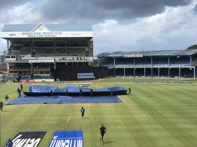 India vs West Indies: Interruption of rain stops third game   India vs West Indies : पावसाच्या व्यत्ययामुळे तिसऱ्या सामन्याचा खेळ थांबवला