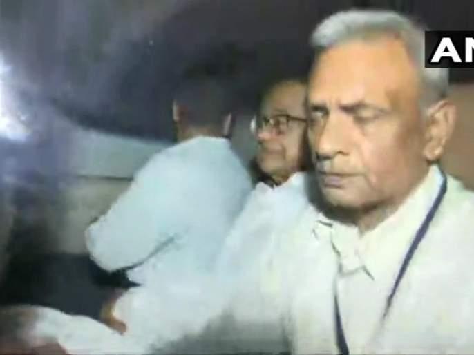 P Chidambaram taken away in a car by probe agency officials. | Big Breaking: दोन तासांच्या हायव्हॉल्टेज ड्राम्यानंतर सीबीआयने केली माजी केंद्रीय गृहमंत्री चिदंबरम यांना अटक