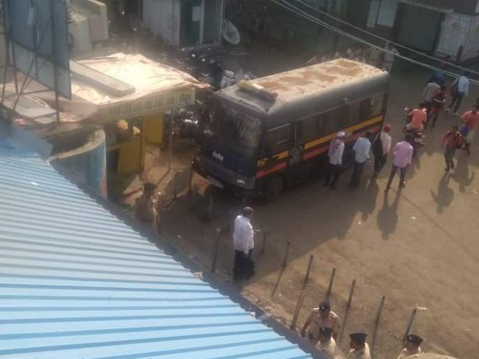 passengers protesting for various demands at Titwala Station | टिटवाळा स्थानकावर विविध मागण्यांसाठी प्रवाशांचे आंदोलन
