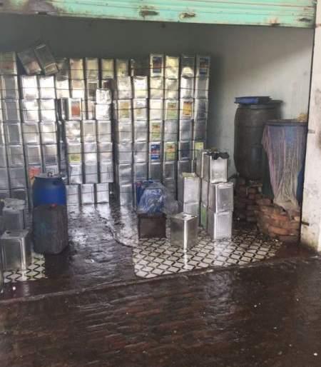 Seven lakh food stocks seized in Nagpur | नागपुरात सात लाखांचा खाद्यतेलाचा साठा जप्त
