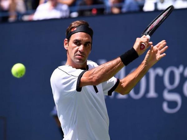 Roger Federer stunned by Grigor Dimitrov in US open quarterfinals | दमवलं अन् हरवलं; 'बेबी' फेडररचा 'बाबा' फेडररला धक्का!