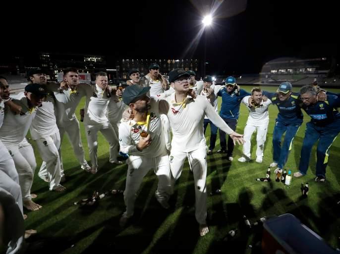 The Australian team drank beer on the field and then Steven Smith did something ... | ऑस्ट्रेलियाच्या संघाने मैदानात प्यायली बीअर आणि त्यानंतर स्मिथने केलं असं काही...