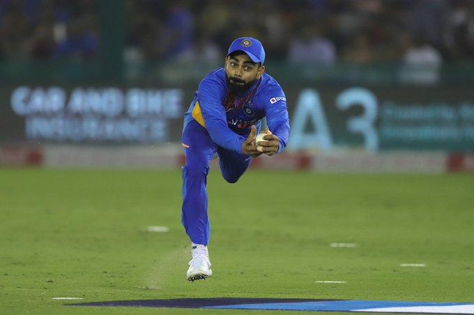 India vs South Africa, 2nd T20: Virat Kohli's super catch in the air, watch video | India vs South Africa, 2nd T20 : हवेत उडी मारत विराट कोहलीची सुपर कॅच, व्हिडीओ वायरल