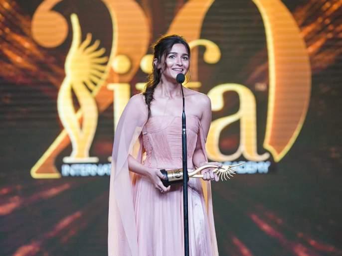 Iifa Awards 2019: winner list best film best actor best actress best director ranveer singh alia bhatt   Iifa Awards 2019: आलिया भट सर्वोत्कृष्ट अभिनेत्री, रणवीर सिंग सर्वोत्कृष्ट अभिनेता