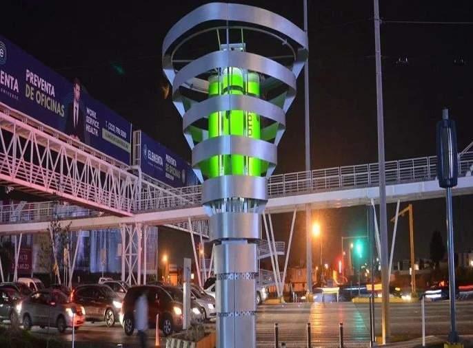 Engineers create robotic tree; Around 2890 people will get pure air | इंजिनिअरांनी तयार केला कृत्रिम कल्पवृक्ष; तब्बल 2890 लोकांना देणार शुद्ध हवा