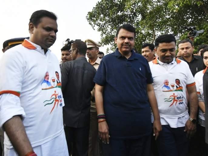 Maharashtra Election 2019: Morning walk by BJP candidates along with Chief Minister in Mumbai | Maharashtra Election 2019: प्रचाराचा संडे फंडा; मुख्यमंत्र्यांसह भाजपा उमेदवारांनी केला मॉर्निंग वॉक