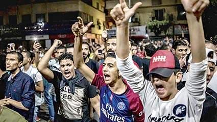 Egypt protest, people on road | लोकशाही हक्कांसाठी का उतरलेत इजिप्तचे तरुण रस्त्यांवर?