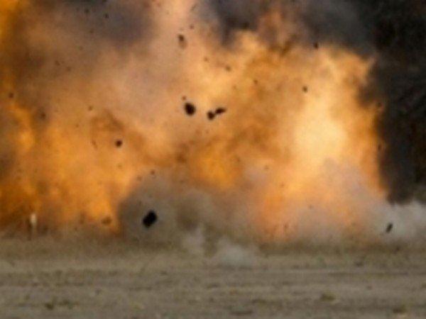 West Bengal bomb blast kills 3 suspects, injures one | पश्चिम बंगालमध्ये बॉम्ब स्फोटात ३ संशयित ठार तर एकजण जखमी