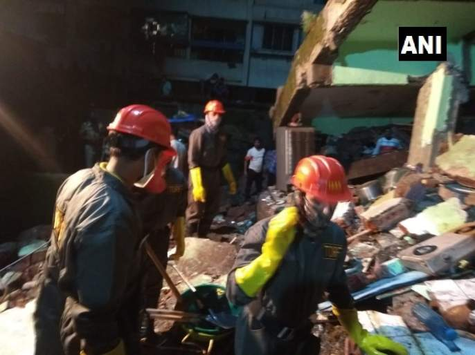 A three-storied building collapses in Patel Compound area in Bhiwandi, Thane | भिवंडीत तीन मजली इमारत कोसळली; दहा जणांचा मृत्यू तर अनेक जण अडकल्याची भीती