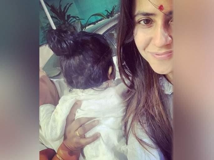 First Time Ekta Kapoor with her son Ravie Kapoor on his first birthday bash   एकता कपूरच्या मुलाचा बालहट्ट कॅमे-यात कैद, पहिल्यांदाच आई-मुलाची जोडी आली समोर