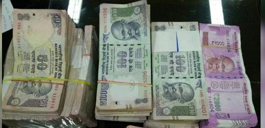 About two lakh cash was found in East Nagpur   पूर्व नागपुरात सव्वा दोन लाखांची रोकड सापडली