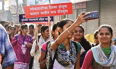 Letter of signature issued by 13 lakh voters for the increase of voters in Solapur district | सोलापूर जिल्ह्यातील मतदार वाढीसाठी १३ लाख मतदारांनी दिले सहीचे पत्र