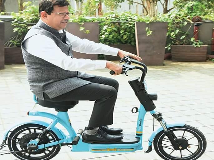 An electric scooter, ride a bicycle to the subway station | इलेक्ट्रीकल स्कूटर, सायकलने जा मेट्रो स्थानकावर