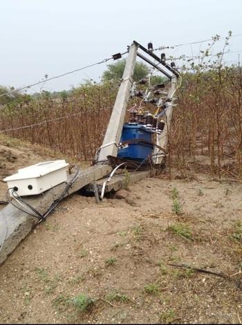 MSEDCL loses Rs 10 lakh due to storm in rural Nagpur   नागपूर ग्रामीण भागात वादळवाऱ्यामुळे महावितरणचे १० लाखाचे नुकसान