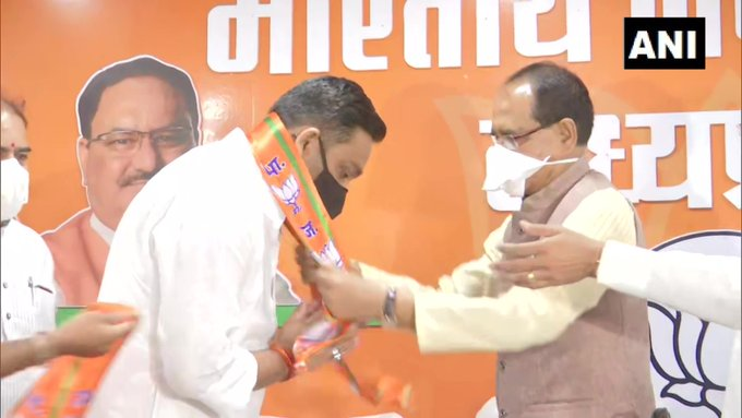 Congress MLA resigns, joins BJP in the presence of Chief Minister shivraj singh chauhan | काँग्रेस आमदाराचा राजीनामा, मुख्यमंत्र्यांच्या उपस्थितीत भाजपात प्रवेश
