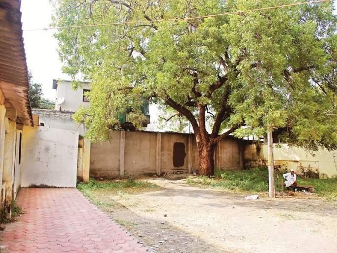 encroachment in the Aurangabad tehsil area spotted | औरंगाबाद तहसील परिसरातही बीनबोभाट अतिक्रमण
