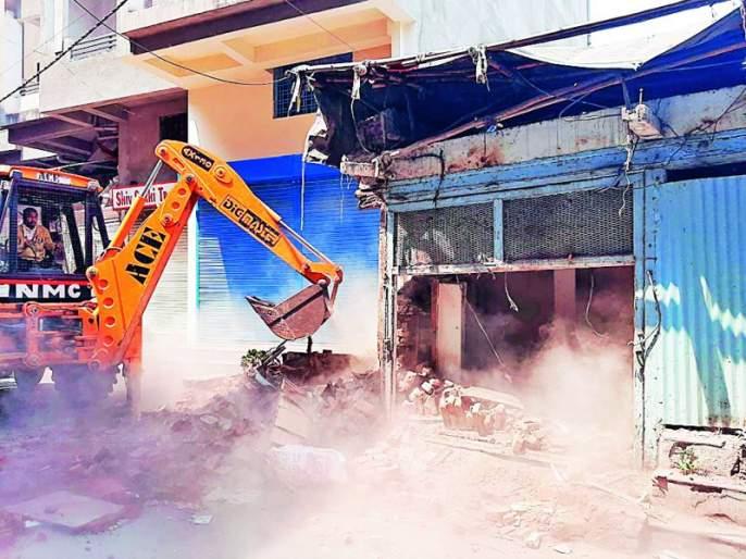 Corporation's hammer on dilapidated shop: Encroachment action of enforcement department | जीर्ण दुकानावर मनपाचा हातोडा : प्रवर्तन विभागाची अतिक्रमण कारवाई