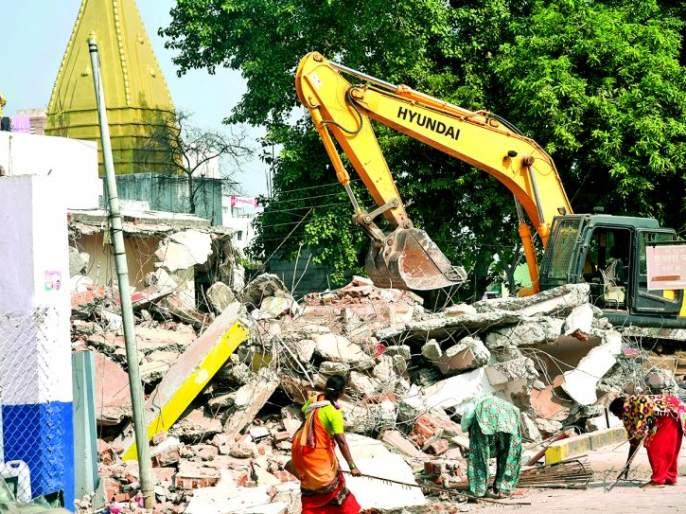 Hammer on four unauthorized multi-storeyed buildings in Nagpur   नागपुरात अनधिकृत बहुमजली चार इमारतीवर हातोडा