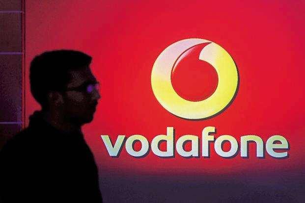Vodafone Idea back in race; connects more than jio subscribers | Vodafone Idea ची जोरदार मुसंडी, जिओला दिला ग्राहकसंख्येत धोबीपछाड