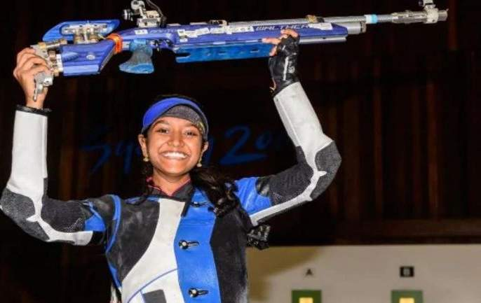India's Elavenil Valarivan wins 10m air rifle gold at the World Cup   नेमबाजी : इलावेनिलने जिंकले विश्वचषक सुवर्ण