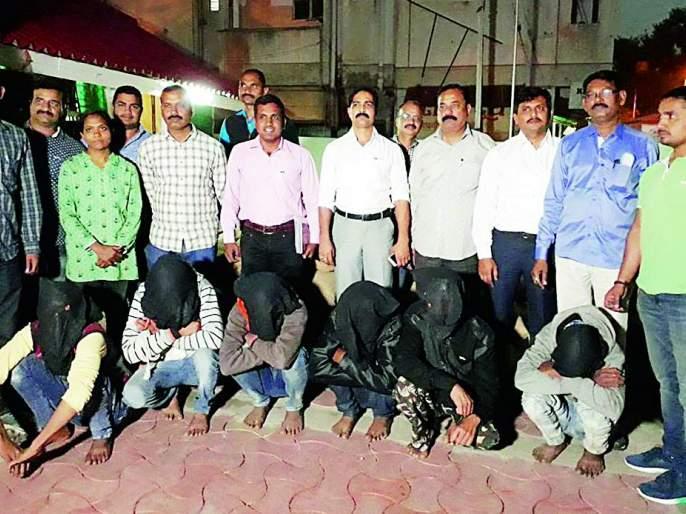 A gang of betel-nut theft arrested in Nagpur   सुपारी चोरणाऱ्या टोळीला नागपुरात शिताफीने अटक