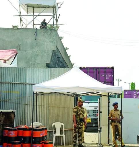 EVM Safe in Strong Room in the Kalamana | कळमन्यातील स्ट्राँग रुममध्ये ईव्हीएम सुरक्षित