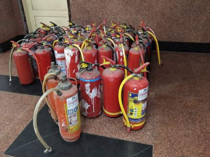 Impact Lokmat: Expired fire extinguishers finally removed | प्रभाव लोकमतचा : अखेर एक्स्पायर्ड अग्निरोधक उपकरणे हटविली