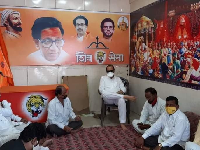 Ajit Pawar's air in Shiv Sena's branch, Google is going viral on social media | शिवसेनेच्या शाखेत अजित पवारांची 'दबंग' स्टाईल, सोशल मीडियावर फोटो व्हायरल