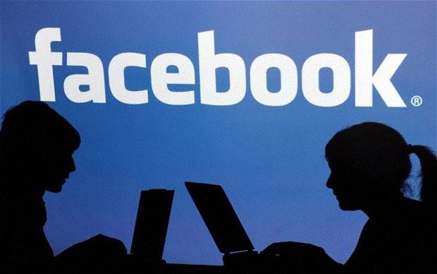 Young boy committed suicide after facebook friend forcing for marriage | फेसबूक फ्रेंडने लग्नासाठी तगादा लावल्यानेतरुणाची आत्महत्या