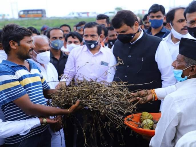 We will fight with the government to help the farmers: Devendra Fadnavis | शेतकर्यांना मदत मिळवून देण्यासाठी सरकारसोबत संघर्ष करू : देवेंद्र फडणवीस