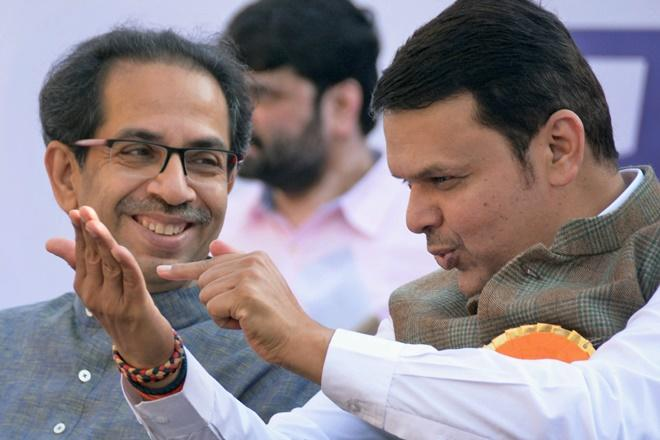 Uddhav Thackeray took a meeting with the Chief Minister on the extension of the Cabinet   मंत्रिमंडळ विस्ताराबाबत मुख्यमंत्र्यांचे ट्विट, उद्धव ठाकरेंची घेतली भेट