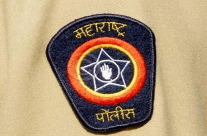 Fake police officer arrested in Nagpur   नागपुरात तोतया पोलीस अधिकाऱ्यास रंगेहात अटक