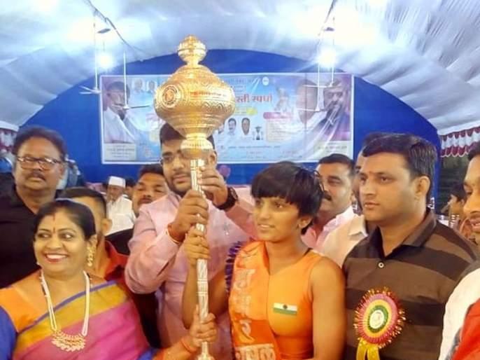 Bhagyashree Fand wins Chandrapur Mayor Wrestling Cup | श्रीगोंद्याच्या भाग्यश्री फंडने जिंकला चंद्रपूर महापौर कुस्ती चषक