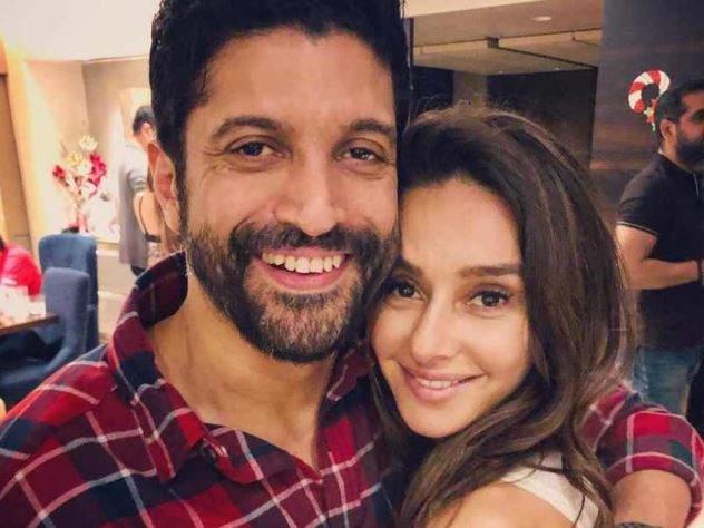 Farhan Akhtar share romantic post for shibani dandekar | शिबानीच्या प्रेमात फरहान अख्तरचा हा शायराना अंदाज, लेडी लव्हसाठी दिला 'हा' सुंदर मेसेज