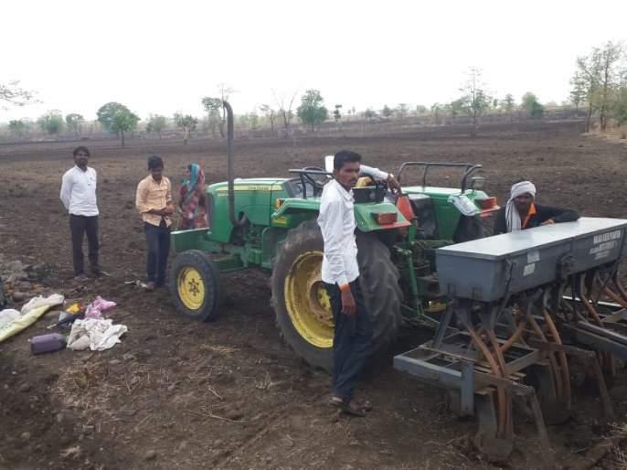 Farmers Waiting for the rain | पेरणी करणाऱ्याशेतकऱ्यांना पावसाची प्रतिक्षा