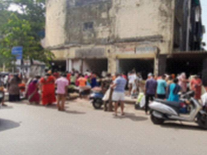 In Navi Mumbai, shopping is crowded in the morning and dry in the afternoon | नवी मुंबईमध्ये खरेदीसाठी सकाळी गर्दी, दुपारनंतर शुकशुकाट