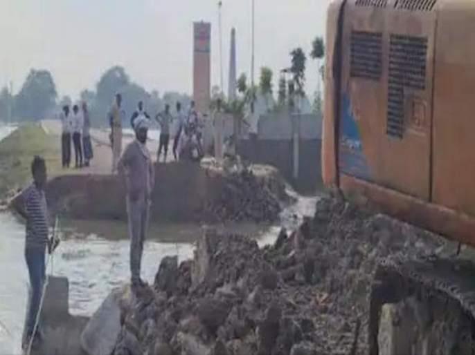 bihar chhapra mega bridge approach road damaged; cm nitish kumar going to inaugurate today   पुन्हा बिहार! नितीश कुमार आज उद्घाटन करणार होते; मेगा ब्रिजचा रस्ताच वाहून गेला