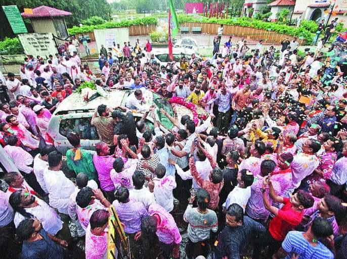 Maharashtra Election 2019: Ganesh Naik succeeds in retaining his fort | बालेकिल्ला टिकवण्यात गणेश नाईक यांना यश