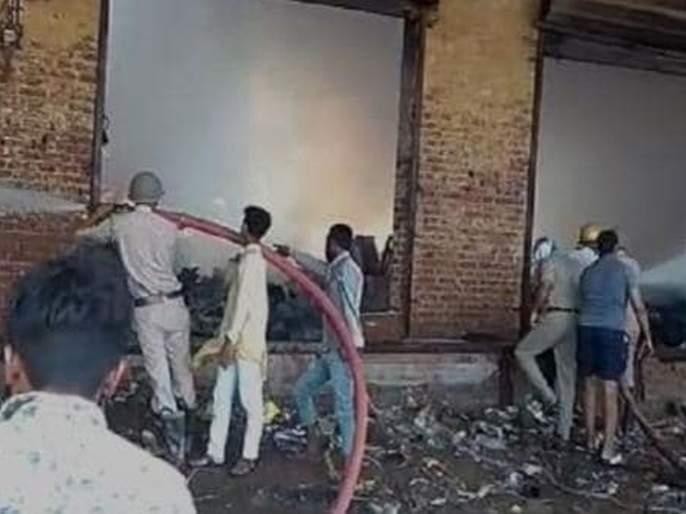 Massive fire at candle factory in Ghaziabad; 7 killed | गाझियाबादमध्ये मेणबत्ती कारखान्याला भीषण आग; 7 जण ठार