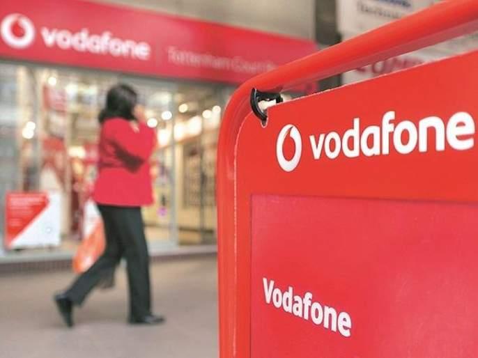 Vodafone softened after Airtel; Unlimited Calling Gift to Customers Again   एअरटेलनंतर व्होडाफोनही नरमली; ग्राहकांना पुन्हा अनलिमिटेड कॉलिंगची भेट