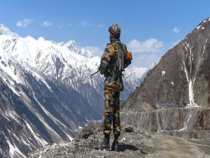 Tensions rise on Ladakh border as Chinese troops pitch tents; The Indian Army is also a sanctuary of aggressive vigilance | चिनी सैन्याने तंबू ठोकल्याने लडाख सीमेवर वाढता तणाव; भारतीय सैन्याचाही आक्रमक सतर्कतेचा पवित्रा