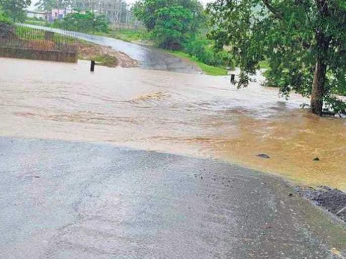 Three were swept away in the floods in Wani taluka; Woman died, two missing   वणी तालुक्यात पुरात तिघे वाहून गेले;महिलेचा मृत्यू,दोघे बेपत्ता