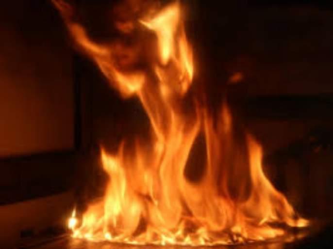 A 55-year-old man was burnt by the old quarrel at Narayangaon   नारायणगाव येथे जुन्या भांडणातून ५५ वर्षीय व्यक्तीला पेटविले