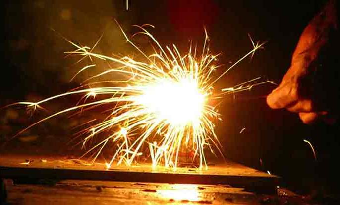Firecrackers and pollution | फटाके आणि प्रदूषण