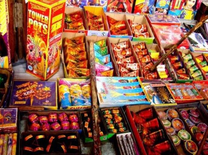 Mumbai's firecracker market ready for Diwali; Corona's blow to business; There was a decline in demand | मुंबईतील फटाका मार्केट दिवाळीसाठी सज्ज; व्यवसायाला कोरोनाचा फटका; मागणीत झाली घट