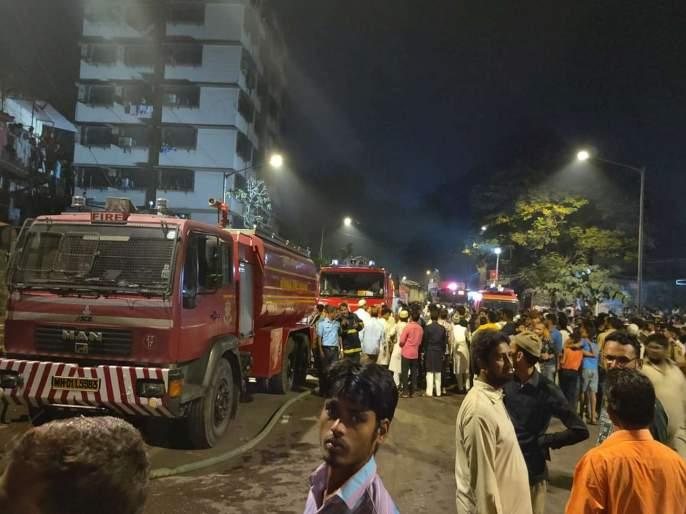 Fire in Mehta building in Kurla was finally under control   कुर्ला येथील मेहता इमारतीला लागलेली भीषण आग अखेर नियंत्रणात