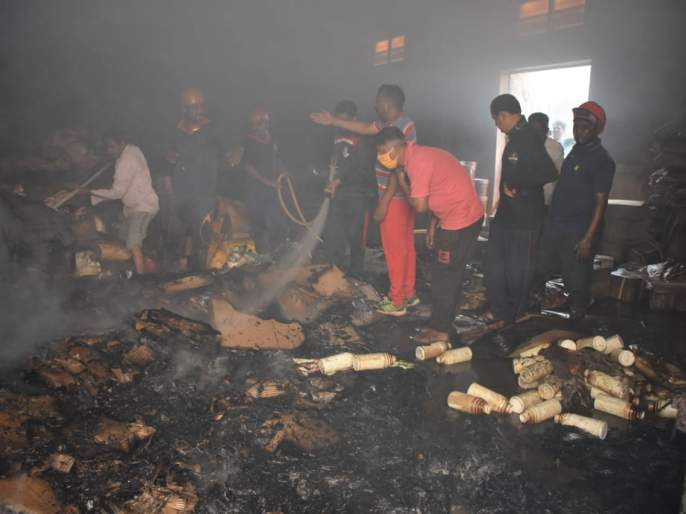 A fire broke out in an agricultural medicine warehouse in the market yard   मार्केट यार्डातील शेती औषध गोदामास आग