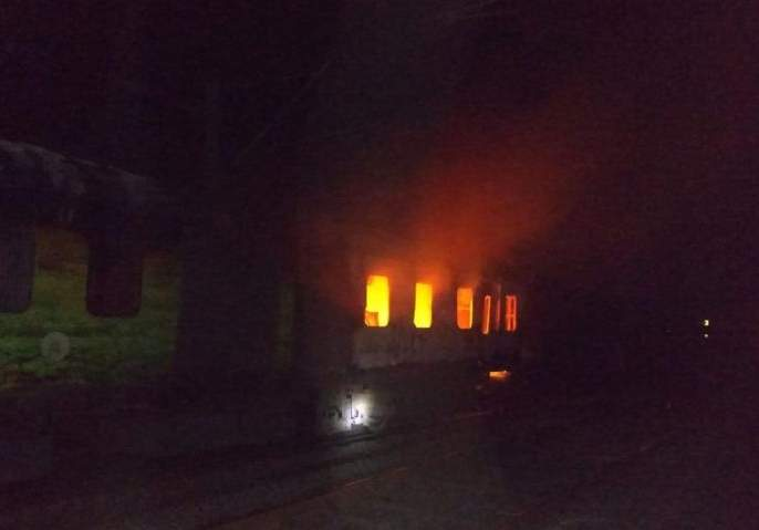 Fire to Rajdhani Express : Passengers shortly shaved | राजधानी एक्स्प्रेसला लागली आग : प्रवासी थोडक्यात बचावले