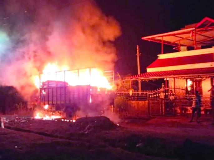 Standing tempo at Mazgaon in the fire pit; The cause of the fire is unclear | माजगाव येथे उभा टेम्पो आगीच्या भक्ष्यस्थानी; आगीचे कारण अस्पष्ट