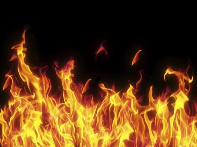Baba Sheikh set fire to the house of the murder suspect | बाबा शेख खुनातील संशयिताचे घर पेटविले